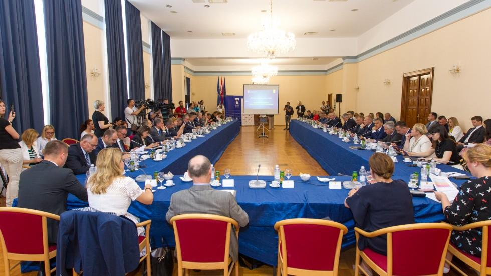 Šesti sastanak Vlade RH i župana: Razvijen je intenzivan dijalog s lokalnom i regionalnom samoupravom