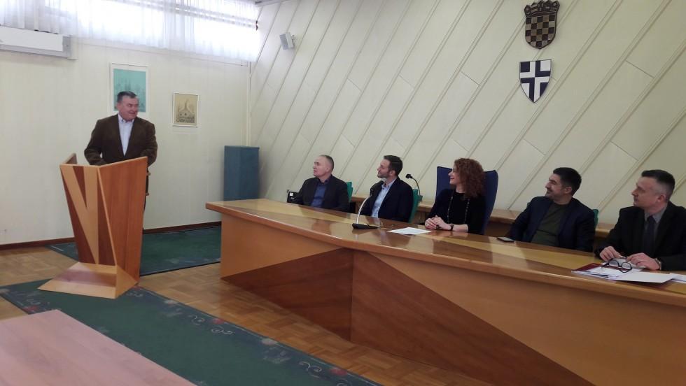 """Održan okrugli stol Antikorupcija i transparentnost u javnoj upravi: """"Borba protiv korupcije treba postati nacionalni prioritet"""""""