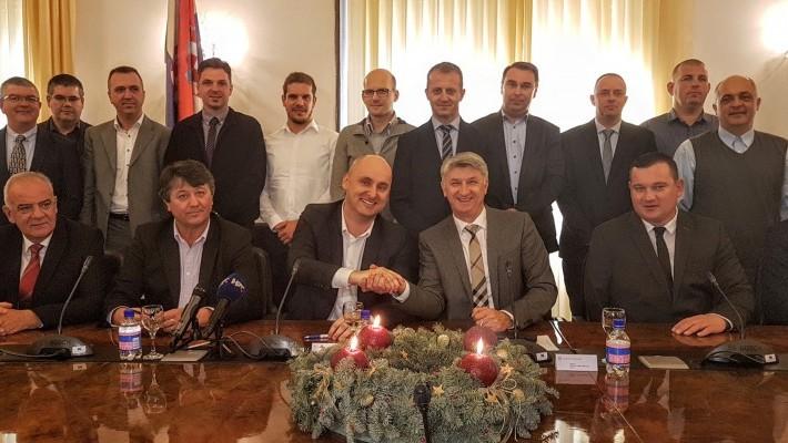 Ministar Tolušić u Zadru potpisao ugovore za sanaciju cesta oštećenih poplavom