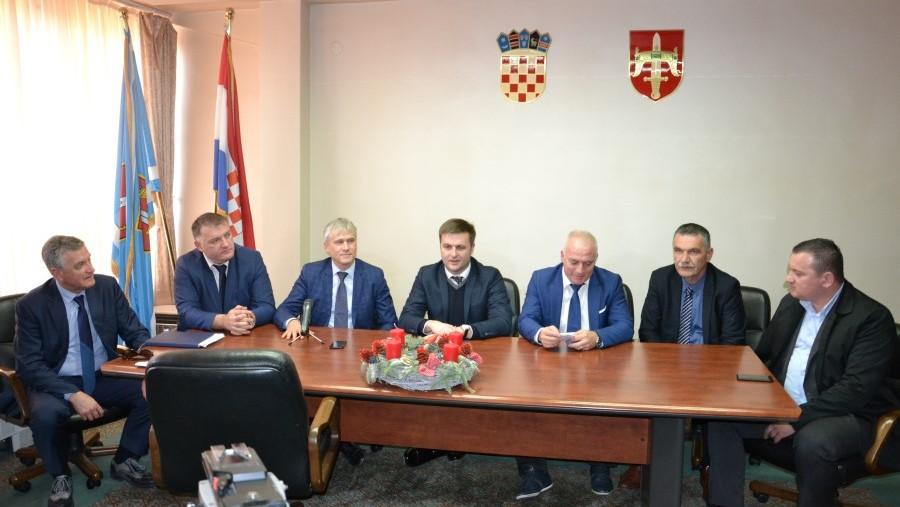Održan radni sastanak predstavnika triju dalmatinskih županija s ministrom zaštite okoliša i energetike