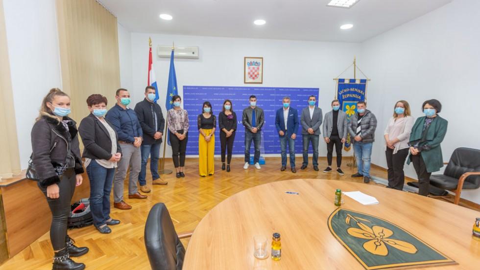 Ličko-senjska županija: U županiji potpisani Ugovori za poticanje rada mladih poduzetnika