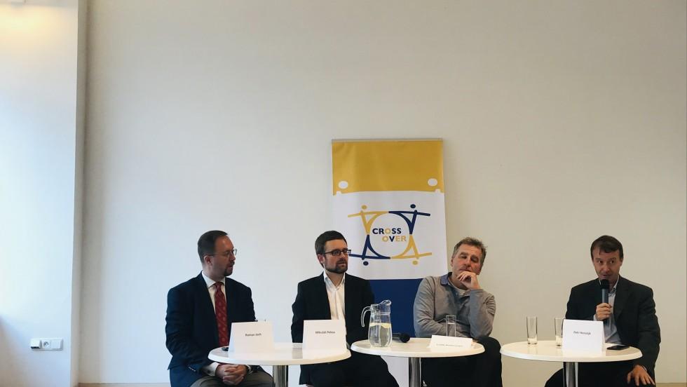 CROSS OVER: Euroskepticizam kao tema četvrte međunarodne aktivnosti